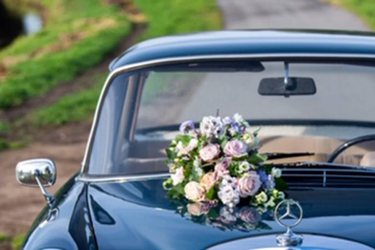 <span>Auto Bloemwerk, Bruidsboeket, Bruidswerk, corsages, Locatie Bloemwerk</span>Bruiloft